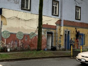 The side of a house that is painted with graffiti.